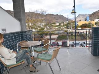 Beachapartment with balcony and comm. roofteracce - Puerto de Mogan vacation rentals