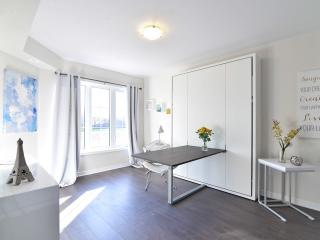 Gorgeous 2 Bedroom Oakville Suite - Oakville vacation rentals