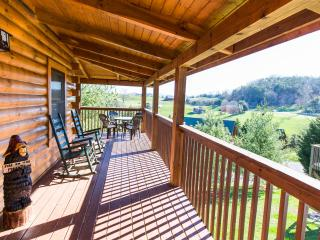 Perfect 2 bedroom Pigeon Forge Cabin with Deck - Pigeon Forge vacation rentals