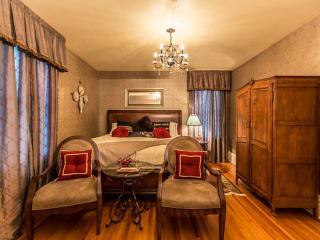 Rose luxury suite room - Niagara Falls vacation rentals
