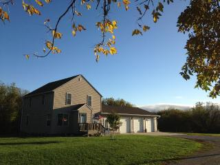 Crafters Retreat in Heart of North Iowa Farmland. - Mason City vacation rentals