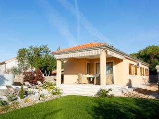 Villa Lavender's Breeze with outdoor jaccuzzi - Kornic vacation rentals