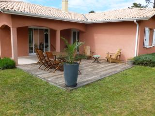 Nice House with Internet Access and Wireless Internet - Cazaux vacation rentals