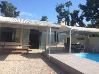Casa com piscina em Canto Grande, Bombinhas, SC - Bombinhas vacation rentals