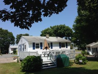 Great summer cottage near beaches and Newport RI - Narragansett vacation rentals