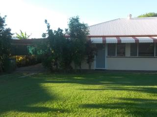 Central Cottage Ideal Location - Townsville vacation rentals