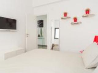 Dizengoff LUXURY APARTMENT - Tel Aviv vacation rentals