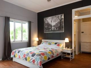 Great West End CBD Studio for Hire - Brisbane vacation rentals