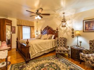Romantic Honeymoon room - Niagara Falls vacation rentals