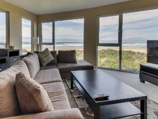 Oceanfront dog-friendly condo with fantastic ocean views and shared hot tub! - Rockaway Beach vacation rentals