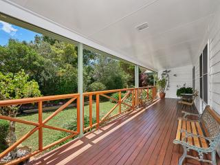 Nice 3 bedroom Yungaburra House with Deck - Yungaburra vacation rentals