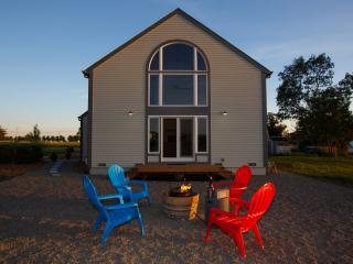 Carneros Barn House b/w Sonoma & Napa Sleeps 4-6 w/ Chef's Kitchen + Bikes - Sonoma vacation rentals