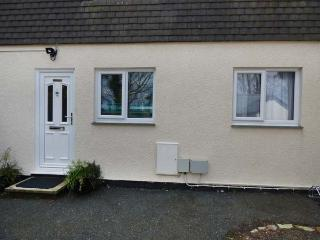 BRAMBLE COTTAGE, cosy, single-storey base in the centre of Cornwall, off road parking, dog-friendly, in Inches, Lanivet, Ref 934905 - Lanivet vacation rentals