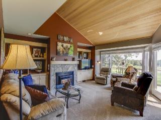 Spacious golf getaway, w course access, private hot tub, & shared pool! - Redmond vacation rentals