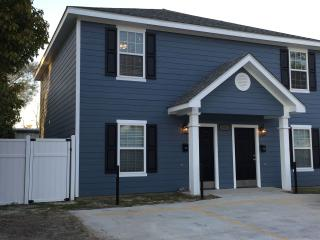 Stunning 2 Bedroom 2.5 Bath 5 Miles From Casinos - Lake Charles vacation rentals
