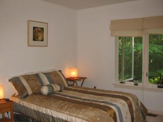 "Peaceful ""Tao"" Room - Double bed - Buckingham vacation rentals"
