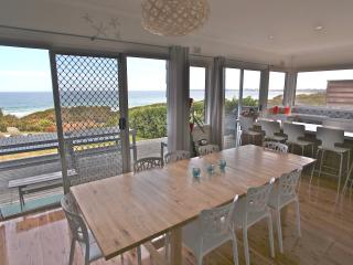 Gorgeous 5 bedroom House in Culburra Beach - Culburra Beach vacation rentals