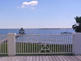 Beautiful Waterfront home close to Kemah/Galveston - Kemah vacation rentals