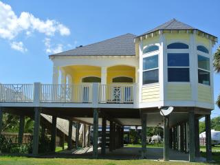 Beautiful Waterfront home close to Kemah/Galveston WITH FISHING PIER COMPLETE! - Kemah vacation rentals