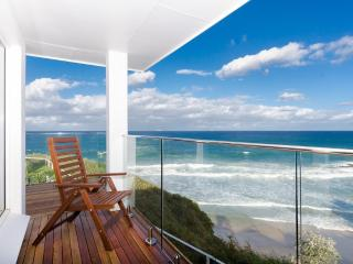 Spacious 4 bedroom Thirroul House with Internet Access - Thirroul vacation rentals
