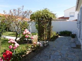 2 bedroom House with Short Breaks Allowed in Saint Gilles Croix de Vie - Saint Gilles Croix de Vie vacation rentals