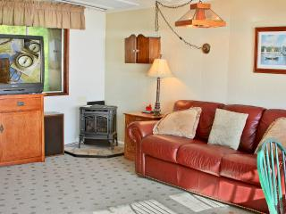 2 bedroom Cabin with Dishwasher in Pacific Beach - Pacific Beach vacation rentals