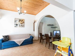 4 bedroom Villa with Internet Access in Kathikas - Kathikas vacation rentals