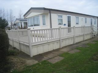 Gorgeous, spacious 2 bed caravan in quiet spot - Skegness vacation rentals