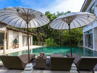 9BR CASAVIVA SUNSET ESTATE SLEEPS 21 STARTS US$649 - Jimbaran vacation rentals