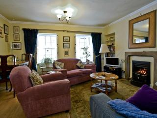 Charming Edinburgh vacation Apartment with Satellite Or Cable TV - Edinburgh vacation rentals