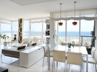 Beachfront Mediterranean Sea apartment B335 - Barcelona vacation rentals