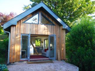 Garden Cabin. Stunning Views Sleeps 4 - Totnes vacation rentals
