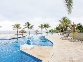Villa -  Beach front 3 bd. 3 ba, formal dining, 2400 sq.ft. of luxury  - Wow!!!. - Puerto Morelos vacation rentals