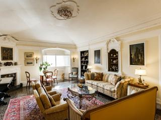 Luxury Apartment on the Arno in Central Florence - Florence vacation rentals