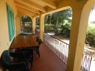 appartamenti Oasi Verde con parco privato - Magazzini vacation rentals