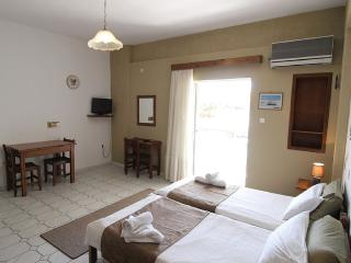 Bright Studio in Stoupa with A/C, sleeps 2 - Stoupa vacation rentals