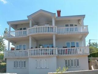 2 bedroom Apartment with Internet Access in Malinska - Malinska vacation rentals