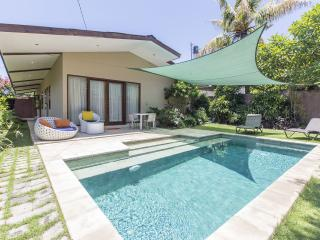 Nice 2 Bedrooms Pool Villa close to the beach, Villa Artman. - Sanur vacation rentals