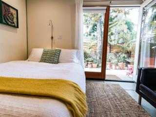 Centrally located studio + Bicycles - Los Angeles vacation rentals