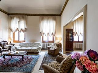 Real estate apt in the very center of Florence - Florence vacation rentals
