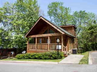 Nana Bear ~ 2BR/2BA Great Location! Cozy Log Cabin - - Pigeon Forge vacation rentals