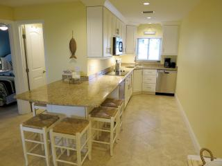 2 bedroom Condo with Internet Access in Bradenton Beach - Bradenton Beach vacation rentals