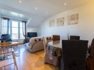 2 bedroomed, 10 mins from Disney, sleep 7 - Bailly-Romainvilliers vacation rentals