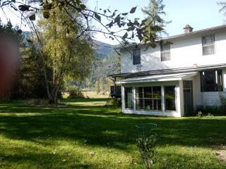 Wonderful 4 bedroom Christina Lake House with Internet Access - Christina Lake vacation rentals