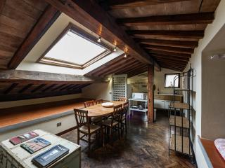 Lo Studiolo | Two levels apartment - Florence vacation rentals