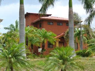 Perfect Villa with A/C and Shared Outdoor Pool - Playa Junquillal vacation rentals