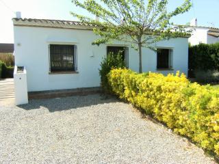 Bright 3 bedroom House in L'Estartit with Washing Machine - L'Estartit vacation rentals