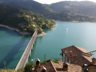 2 bedroom Apartment with Television in Castel di Tora - Castel di Tora vacation rentals