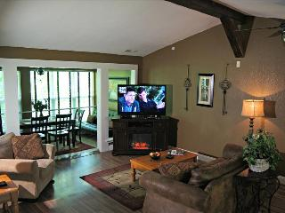 Amazing Condo near the Strip,-Jetted Tub- Pool- 3 HDTV's-Sleeps 8 - A9 - Branson vacation rentals