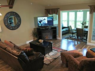 "Beautiful New Condo Near ""the Strip"", Bubble Tub, 50"" HDTV, WIFI ( Club B-5) - Branson vacation rentals"